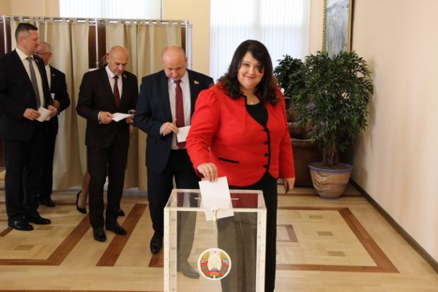Голосование по вопросу лачи согласия на назначение Премьер-министра Республики Беларусь Головченко Р.А.
